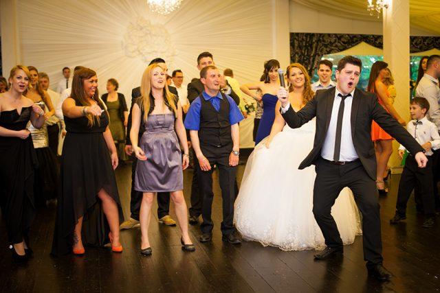 Muzica de nunta care conteaza si te face fericit